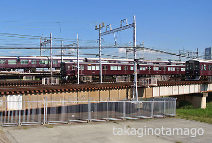 淀川を渡る京都・宝塚・神戸各線の列車
