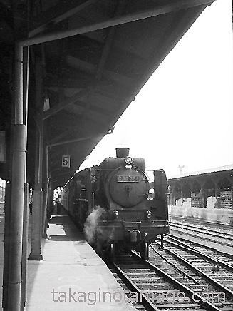 湊町に到着した荷物列車
