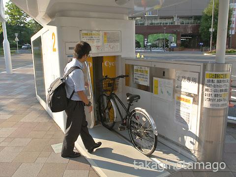 機械式自転車駐輪場の入口