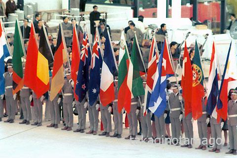 参加各国の国旗と旗手