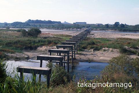 木津川の流れ橋