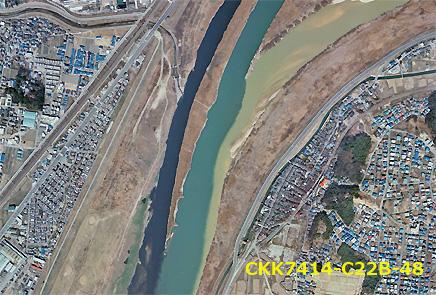 三川合流点の流れの色