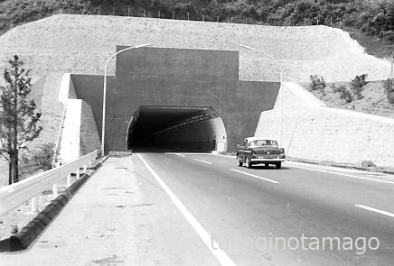 天王山トンネルに入るスカイライン