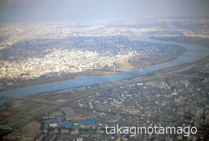 大阪空港へ着陸する機内から見た淀川