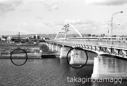 弾痕の残る長柄橋の橋脚