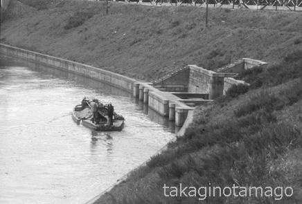 長柄運河を下る砂船